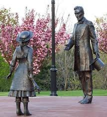 bronze statues commemorating the meeting between Abraham Lincoln and Grace Bedell