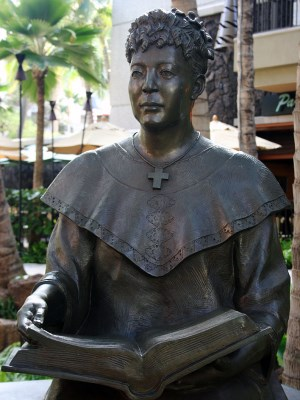 statue of Hawaiian educator